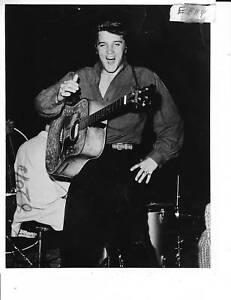 Elvis-Presley-sexy-RARE-Photo