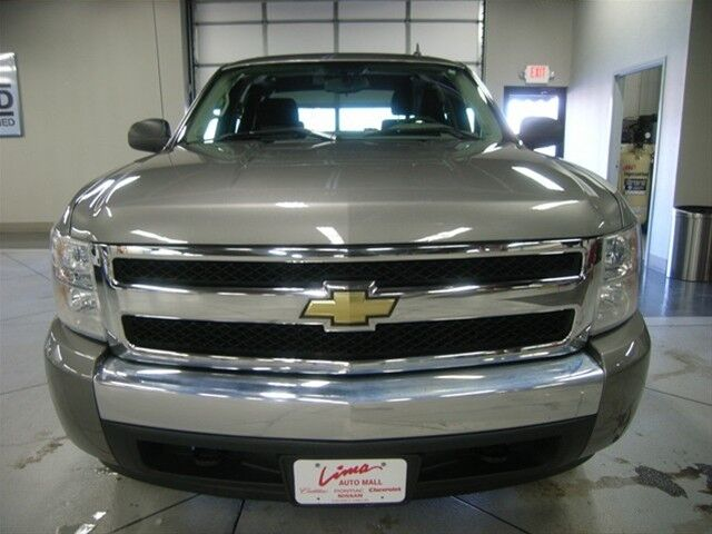 Gray Chevy LS Crew Cab 4X4 V8 2.9% financing for 60mos!