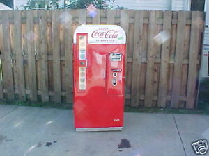 AMATEUR-RESTORATION-Vendo-81-Coca-Cola-Coke-Machine-buyer-beware-44-56-39-vmc