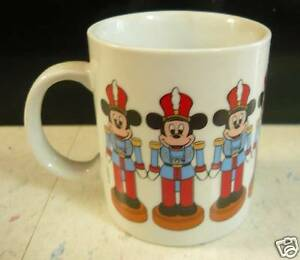 VINTAGE-MICKEY-MOUSE-COFFEE-MUG-TOY-SOLDIER-CHRISTMAS
