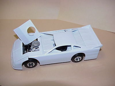 Assembled Die-cast Metal Dirt Track Racecar 1:24 Scale White Body Black Chassis