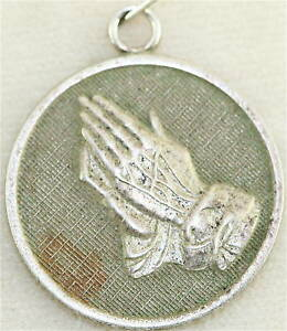 VINTAGE-STERLING-SILVER-SERENITY-PRAYER-CHARM-MEDAL-AA