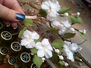 Vintage-Silk1940s-Flowers-White-Blossoms-Pearl-Stamens-1-Spray-Made-in-Japan