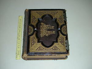 Antique-Holy-Family-Bible-by-American-Bible-Publishing