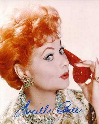 1950S LUCILLE BALL SIGNED REPRINT 8X10 COLOR PHOTO AUTOGRAPHED