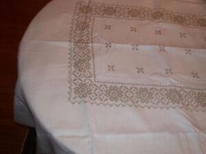Linen Embroidered Flower Tablecloth Napkins w/Schiffli