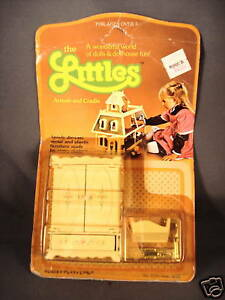 1980-Mattel-The-Littles-Armoir-and-Cradle