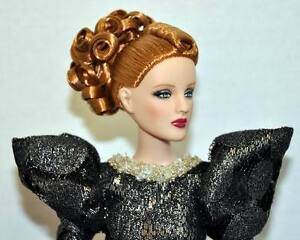 Glistening-Antoinette-exclusive-16-doll-Tonner-BW-2009