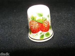 Palissy-England-Porcelain-Collectors-Thimble