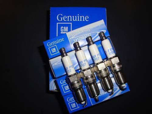 COMMODORE HSV VT VX VY VZ VE  LS1-LS2-GEN3-GEN4 SPARK PLUGS PLATINUM GENUINE!..