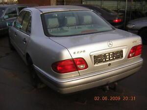 Mercedes-W210-CDI-Bj-98-Tuerscheibe-TUR-SCHLACHTFEST