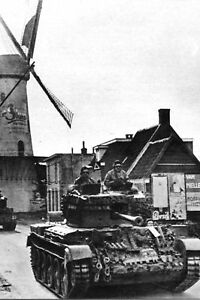 Photo-WW2-Pays-Bas-1944-Char-polonais-au-pays-des-moulins
