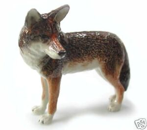 R018 - Northern Rose Miniature- Coyote (Standing)