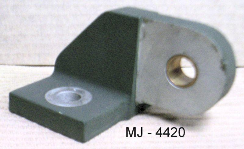 Aluminum Eye Bracket with Bushing for Rotating Shaft