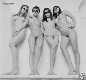 Pregnat women nude in miror