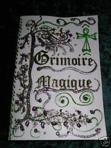 GRIMOIRE-LIVRE-DES-OMBRES-FAIT-MAIN-ESOTERISME-MAGIE-couverture-blanche