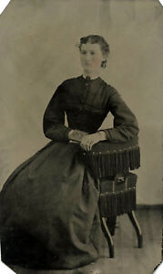 ANTIQUE-TINTYPE-PHOTO-PORTRAIT-OF-YOUNG-WOMAN