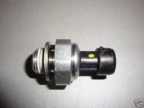 Oil Pressure Switch Genuine Holden Commodore LS1 LS2 V8 VT VX VY XZ VE GEN3-4.:)