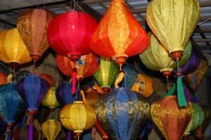 Vietnamese-hancrafted-silk-lantern