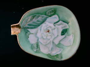 MADE-IN-OCCUPIED-JAPAN-ASH-TRAY-WHITE-ROSE-MOTIF-VINTGE