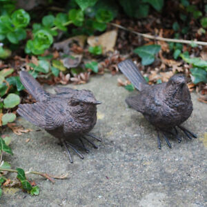 A PAIR OF DETAILED WREN BIRD ORNAMENTS FOR THE GARDEN