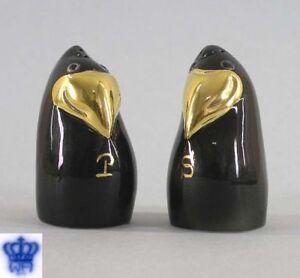 9942015-Porcelain-Wagner-amp-Apel-Pair-Salt-and-Pepper-Shaker-Raven-H7cm