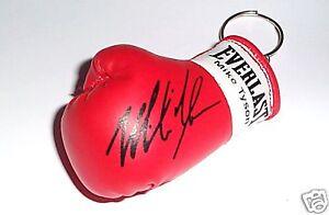 Autographed-Mini-Boxing-Glove-keyring-Mike-Tyson