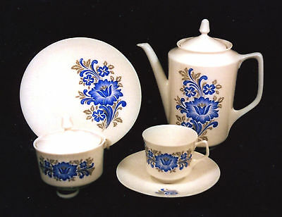 20-PIECE (SET FOR 6) BAREUTHER BAVARIAN FINE CHINA COFFEE/LUNCH SET