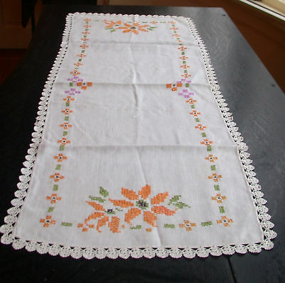 Таблица Runners Linen Embroidered Daisy Table