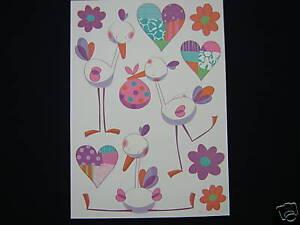 Stickers-decoration-chambre-enfant-bebe-cigognes-coeurs