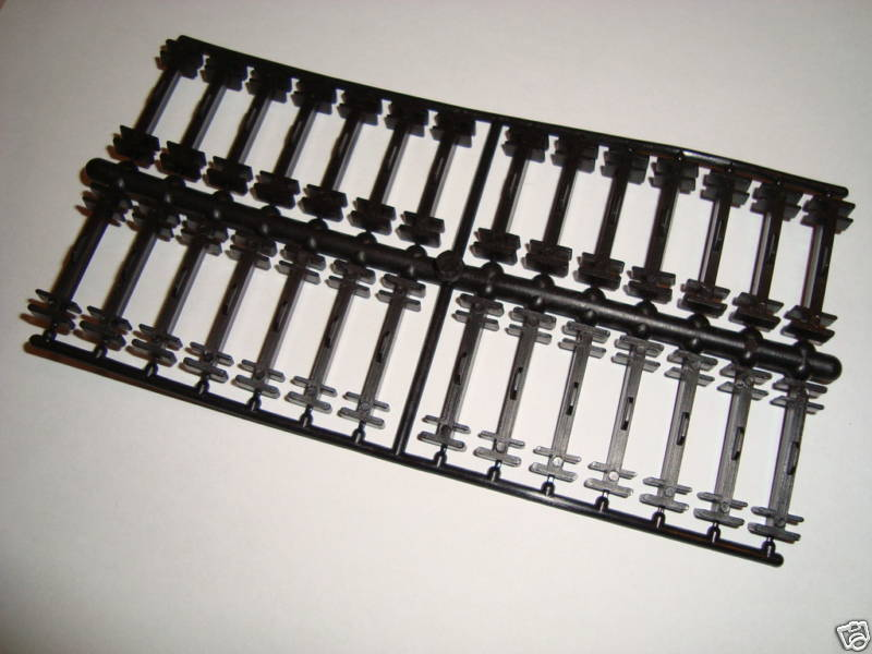 LGB 11500 PLASTIC TRACK CLIP SET OF 28 PIECES IN BAG Toys