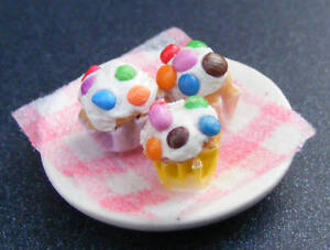 1-12-Scale-3-Chocolate-Chip-Cup-Cakes-Dolls-House-Miniature-Kitchen-Food-d78