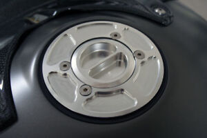 SILVER-BMW-R1200R-R1200S-CNC-BILLET-RACE-FUEL-GAS-CAP