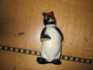 Vintage-Millie-penguin-plastic-salt-shaker