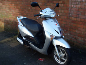 2009-Honda-Lead-NXH-110-Scooter-in-Silver-with-Warranty