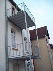 anbau balkon stahl balkon system balkon mit bankirai. Black Bedroom Furniture Sets. Home Design Ideas
