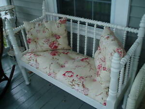 AMAZING-LARGE-VICTORIAN-SPOOL-BED-UPHOLSTERED-BENCH