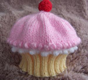 KNITTING-PATTERN-TO-MAKE-BABY-CUPCAKE-HATS-IN-5-SIZES