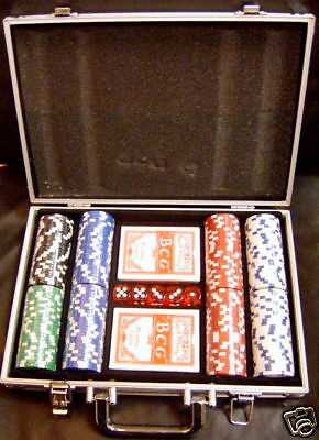 200 PIECE Poker Chips Set in aluminum case & dice! BRAND NEW!