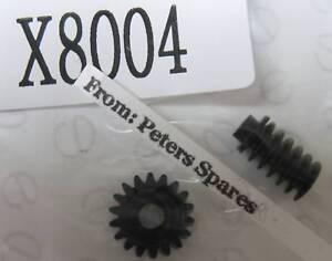 HORNBY-WORM-amp-WORM-WHEEL-040-GEAR-SET-NEW-SPARES-X8004