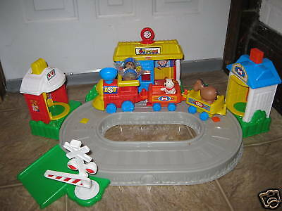 Fisher Price Little People Pop n Surprise Train Playset Discovery Village