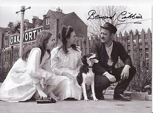 THE-RAILWAY-CHILDREN-signed-12x8-BERNARD-CRIBBINS