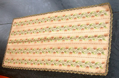 Таблица Runners Natural Linen Embroidered Flower