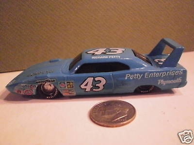 Richard Petty 1:64 Diecast Car Plymouth 43 Mopar Stp Racing Champions Superbird