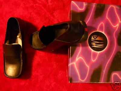 1990s Deadstock Nyla Black Leather Loafers Toe Mod Slip On Work Shoes 7