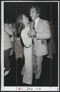 1975 Orig Cinci Reds Press Photo Johnny Bench Amp Wife Ebay