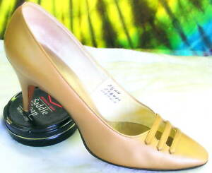 7-7-5-vintage-60s-gold-ANDREW-GELLER-heels-pumps-shoes
