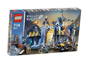 LEGO Castle Knights' Kingdom II Battle at the Pass (8813) Skeletons NEW & SEALED