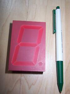 Sieben-Segment-Display-57mm-Ziffernhoehe-rote-LED-auf-rotem-Hintergrund-2-Wahl