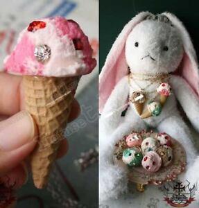 JAPAN-Strawberry-Vanilla-ICE-CREAM-waffle-CONE-necklace